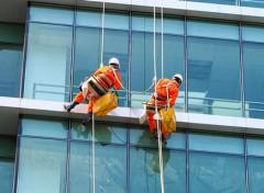 Dịch vụ lau kính tòa nhà tại quận Tân Bình